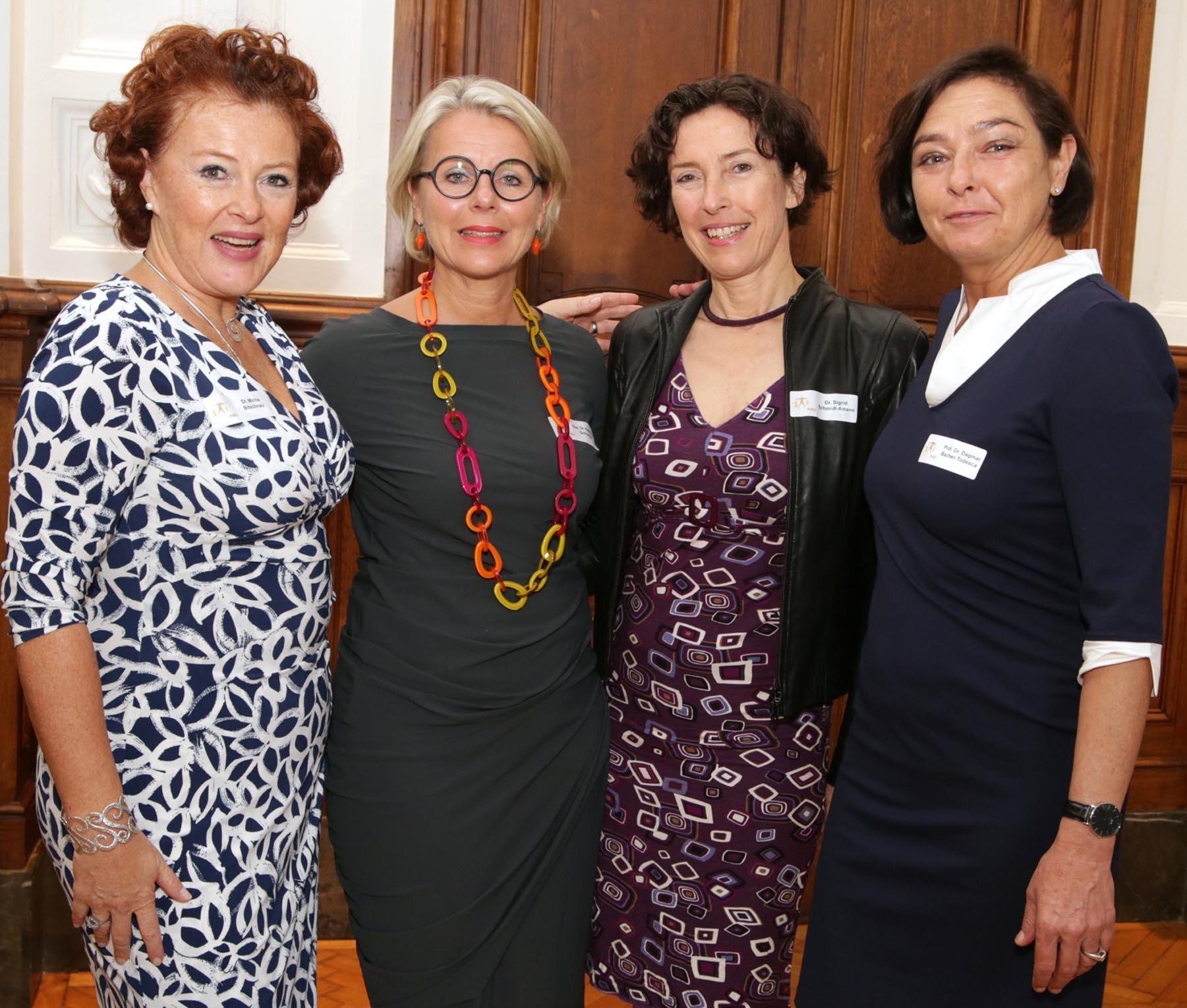 PIKÖ Vorstandsmitglieder, von links: OÄ Dr. Micha Bitschnau MFHom, Univ.-Doz. Dr. Katharina Schuchter, Dr. Sigrid Schmidl-Amann, Univ. Prof. Dr. Dagmar Bancher-Todesca